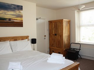 WINCHCOMBE ROOMS TO STAY - Family room, Winchcombe