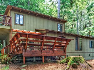 Secluded dog-friendly home w/ deck, cozy interior, great location, and more!
