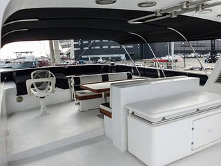 New listing! Motor Yacht Captain's Cabin, Barcelona