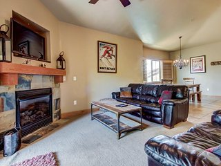 Vintage ski lodge-style condo w/ deck, shared hot tub, & pool!