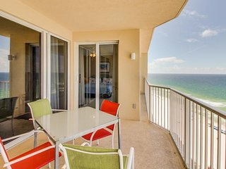 Oceanfront condo w/shared pool & hot tub and room for eight, Panama City Beach