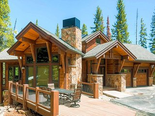 Luxury Five Bedroom Custom Built Lodge on Peak 8; walk to lifts in 7 minutes!, Breckenridge