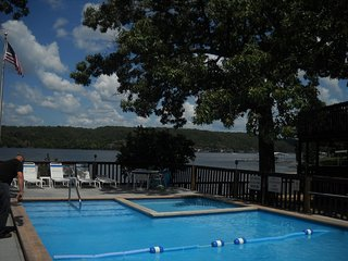 King 1br/1ba - Gorgeous Lake View - Boat Slip Available, Osage Beach