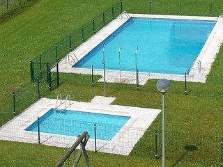 Coqueto ático con terraza y piscina, Gama