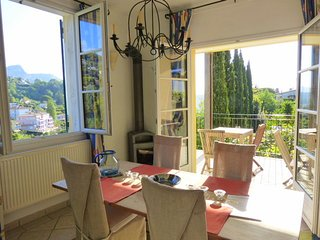 JdV Holidays Old Savonnerie 2,  one bedroom apartment walking to town great view, Vence