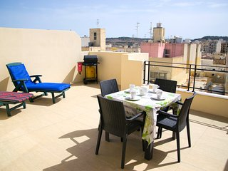 Modern Penthouse 2 Mins From The Sea-Central Bugibba (BBQ+Fully A/C+Free Wifi)