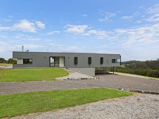JOSEPHINE - MODERN, STUNNING RURAL LOCATION