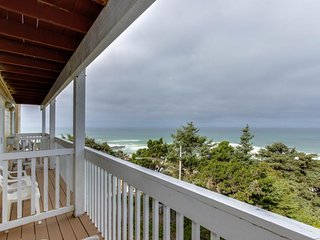 Upper-level oceanview studio near the beach - dogs welcome!