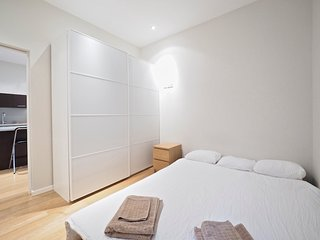 Eixample City Center 2BR Flat, Barcelona