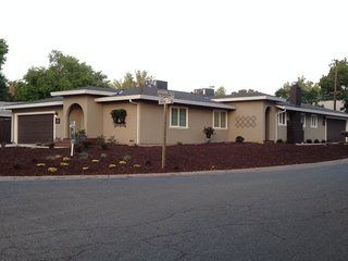 BEAUTIFUL 2 BED, 2 BA, 2 CAR GARAGE! WALK TO PARK!, Sacramento