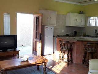 Private, peaceful, self catering, secure parking, Windhoek