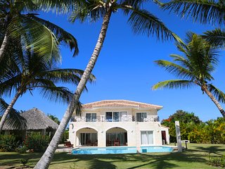 Luxury 4500 sq ft Villa on golf course  with private pool in Bavaro/Punta Cana