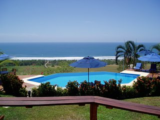 Barefoot Beach Luxury - Perfect for small groups!, Playa San Miguel