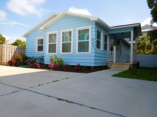 Siesta Key Public Beach Blue Cottage 4-5 Bedrooms