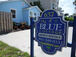 Siesta Key Public Beach Blue Cottage 4-5 Bedrooms, Sarasota