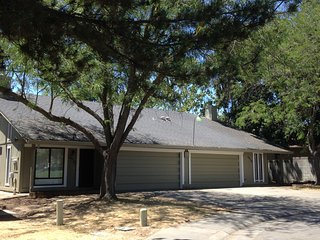 REMODELED 2 BD, 2 BA, 2 CAR GARAGE, WITH BACKYARD!, Citrus Heights