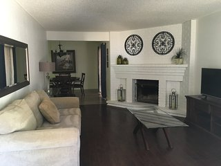 LOVELY 2 BEDROOM, 2 BATH, 2 CAR GARAGE, WITH YARD!