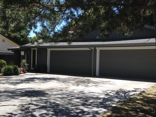 BEAUTIFUL 2 BED, 2 BATH, 2 CAR GARAGE, WITH YARD!, Citrus Heights