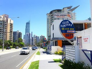 Beautifully renovated beach unit, Surfers Paradise