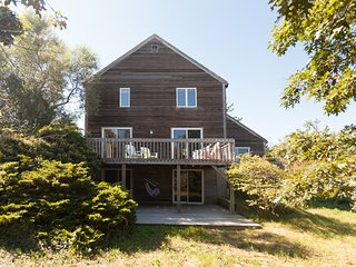 #202: 5 min walk to beach, amazing outdoor space, roof-level deck, and updated!