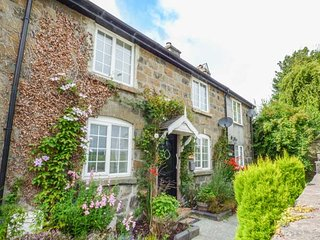 TROED Y RHIW, mid-terrace, woodburner, private enclosed garden, Caersws, Ref