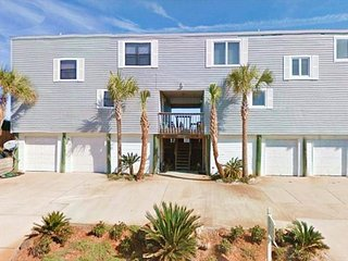 Spacious home with balcony and grill right on the beach - snowbirds welcome!