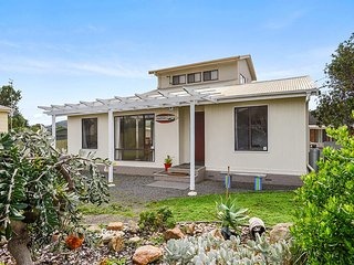 SA Holiday House: 'Seagull's Nest' Beach House - Port Elliot