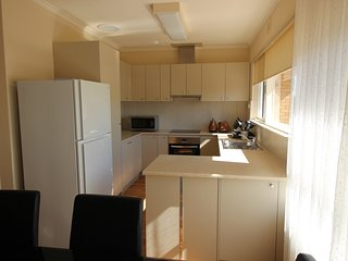 Wallaby's Retreat Seacombe Heights BIG 5 bedroom furnished House Billabong Homes