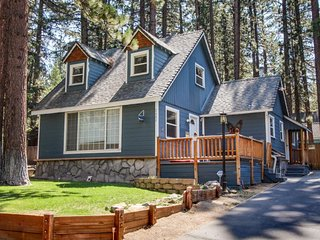 Dog-friendly with a separate cottage & private hot tub! Perfect location!, South Lake Tahoe