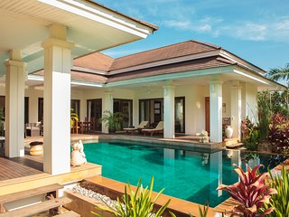 Baan Lotus - sleeps 8 with very large pool and sauna