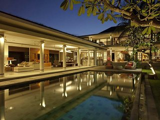 Villa Sally, 4 Bedroom Luxury Villa in Canggu