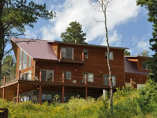 Eagle Trail Lodge - Sleeps up to 22 with amazing views!