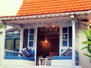 Halimah`s House vintage teak house by the sea, Kaliasem
