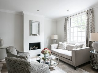 Ultra luxurious London home for 6-8