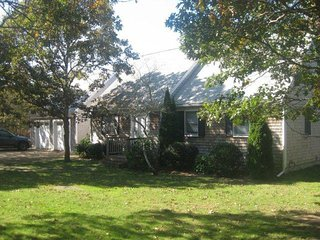 MACLS - Delightful Modern Cape, Large Deck Overlooks Private Yard, Central A/C, WiFi, Edgartown
