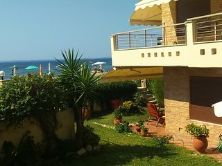 Great Value! Seafront Family Luxurious House!, Gerakini