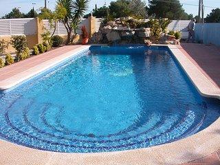 Se alquila chalet con jardín y piscina privada, L'Ametlla de Mar