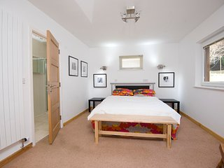Treat yourself - 3miles from City Centre yet close to park walks and even coast