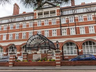 Burlington Mansions 2 Bedroom Triplex Apartment, Bournemouth