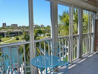 Peaceful waterfront condo a short walk from beaches, shopping, and boating, Isla Marco