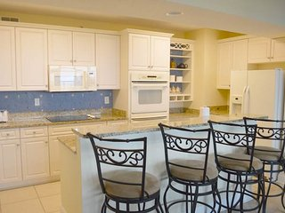 Luxurious Oceanfront 5 Bedroom Condo with Hot Tub at the Ocean Blue Resort, Myrtle Beach