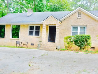 2 Bd 2 Bath Spacious Home, Atlanta