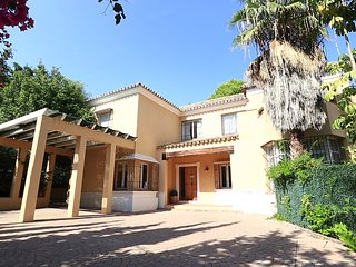 Holiday Villa with private pool and golf nearby, Benahavis