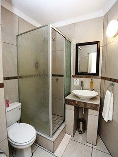 Deluxe Room 3 en-suite bathroom