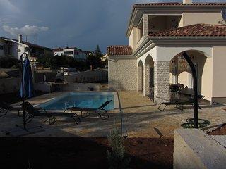 Villa SIRENA 5*, 900 m de la mer, piscine, spa, 4 chambres, 4 salles d'eau
