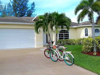 Beach Parkway Escape - Stunning4 Bedroom Pool Home, Cape Coral