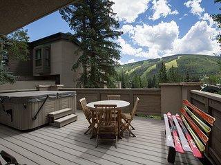 Mountain-View Alpine Retreat – Near Skiing, Access to Pool, Vail