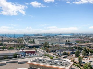 Bayside Views from Central Condo w/ Balcony and Pool, National City