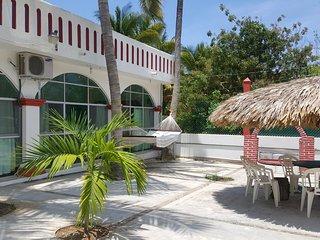 Casa Puerto escondido Zicatela para 7 personas a 2 calles de la playa