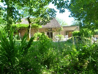Maison piscine jaccuzzi au bord des bois